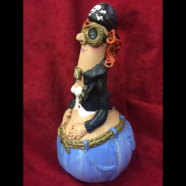 'Queenie' (front) by Coni Spencer - Gourd Art 10x5